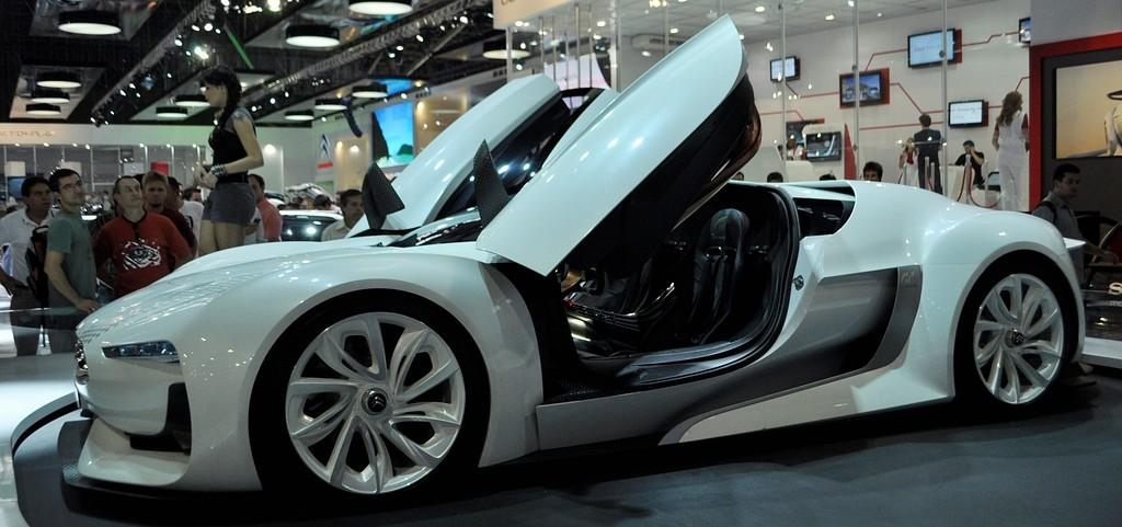 Lançamentos e carros customizados no 26º Salão Internacional do Automóvel em 2010