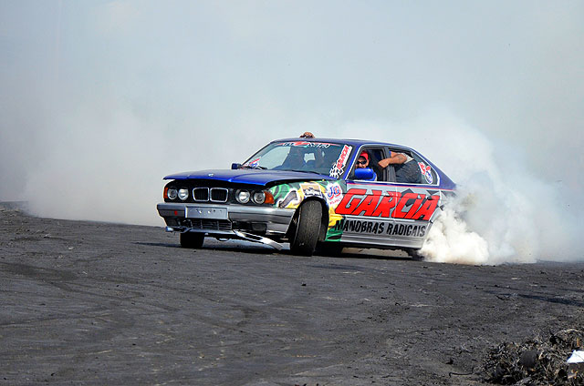 BMW 540i burnout no Mega Motor 11